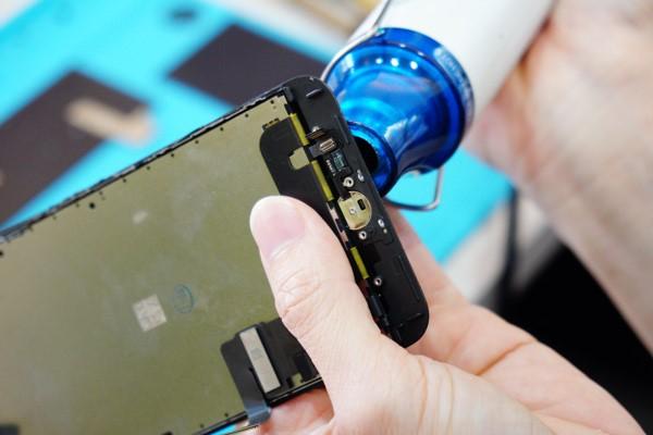 新竹iphone維修 我們使用的都是全新高品質的螢幕,不會有二手螢幕會是劣質螢幕的問題,正常使用下不會有更換後沒多久就開口笑的情況,請放心。