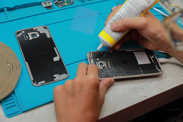 三星手機維修 實例分享 登登~s7 edge換電池 大功告成! 新竹膜幻鎂機 新竹修手機 三星手機維修。