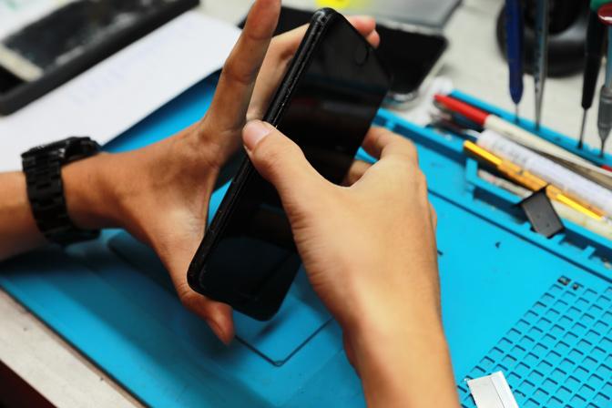秉持著優質有誠信的商家一定要提供給客人最好的維修品質與售後服務,膜幻鎂機所使用的手機螢幕及電池絕對是品質之上!我們的電池都是有BSMI認證的,不會有安全疑慮問題,也歡迎大家到我們的粉絲專頁,更多最新消息分享給您。