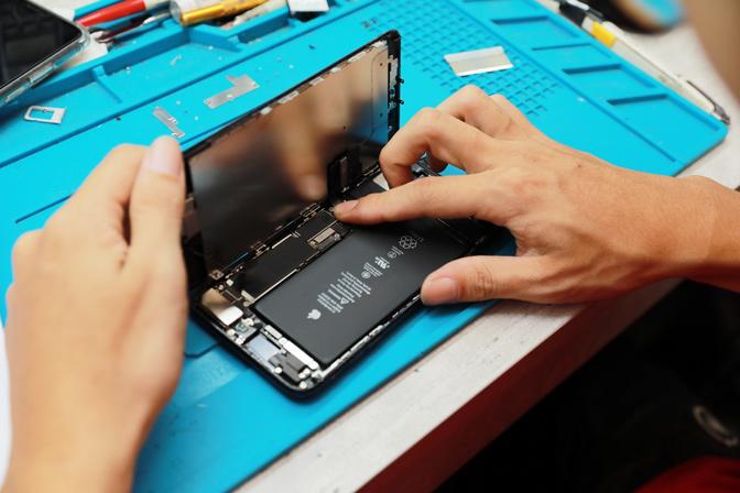蘋果認證維修工程師,帶給客戶原廠般的iphone維修品質與感受。