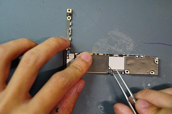 因為iphone擴充容量會需要把記憶體整個拆下來,所以必須事先備份資料。