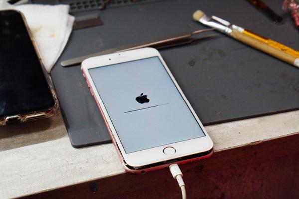 將將將將~經過老闆的巧手幫小編的iphone容量升級 ,馬上就能看出容量已經從64G擴充到356G啦!!小編終於可以脫離瘋狂移動照片的人生了~好感動~