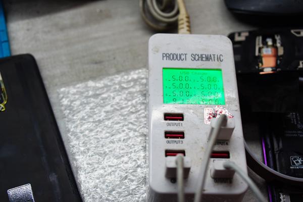經過老闆的巧手換電池,SONY換電池 也進入尾聲了。