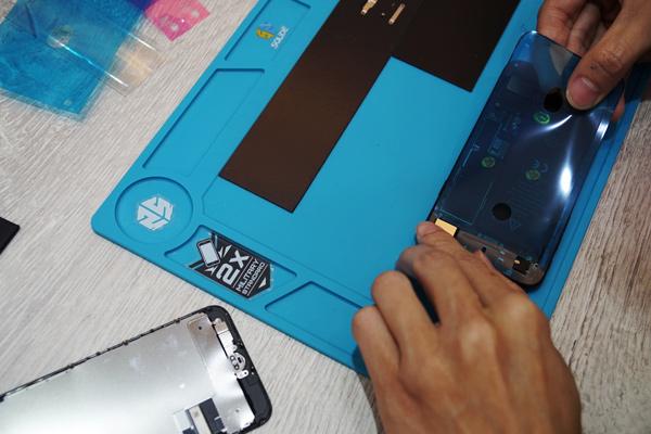 鎖上螺絲前再仔細檢測一下麥克風功能,確認無異常後iphone麥克風維修 就完成了!